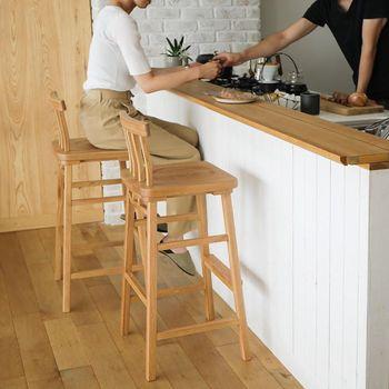 キッチンカウンター用には、こんなデザインのチェアはいかがでしょう?コンパクトでスリムな形状が視覚効果バッチリ♪限られたスペースでも狭さを感じさせません。