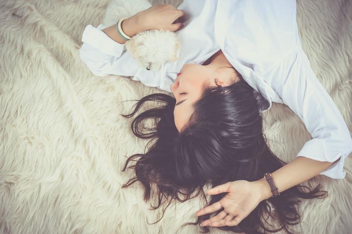 心と体を休ませる5つの方法をご紹介しましたがいかがでしたでしょうか?普段は目の前のやるべき事に目が向きがちですが、休日はゆっくりと心と体に問いかけながら、おうち時間で自分の生活リズムを取り戻しましょう。
