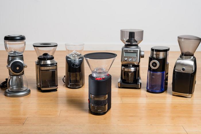 カフェ等で見られる水出しコーヒーは、専用サーバーを使うことがほとんどです。ポタポタと1滴ずつ抽出していくもので、見た目にも楽しいアイテムなのですが、家庭で揃えるのはなかなか大変です。 でも、専用サーバーがなくても、家庭にある道具で水出しコーヒーを淹れることは可能です。いくつかの方法をご紹介していくので、ぜひ参考にしてくださいね。