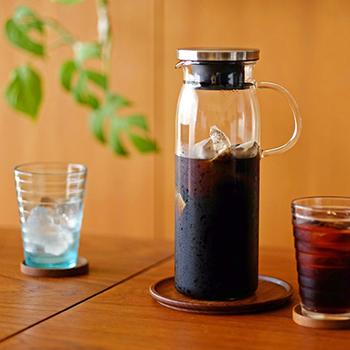 耐熱ガラスで有名なiwaki製のガラスジャーです。 氷を入れて一気に急冷する時にも使えるので、耐熱ガラスの器はひとつは持っておきたいものです。 シンプルなデザインと、クールなシルバーのキャップが夏にぴったりですね。