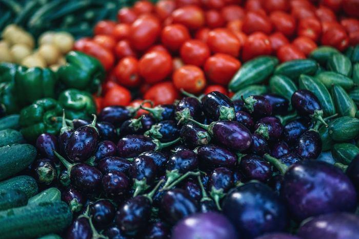 多くの野菜が1年中出回っていますが、元々野菜にはそれぞれ旬の時季がありますよね。夏なら「トマト」「ナス」「キュウリ」が旬野菜の代表格。今回は、夏に栄養がたっぷりになるこれらのお野菜の美味しい食べ方と毎日食べても飽きないレシピをご紹介します。