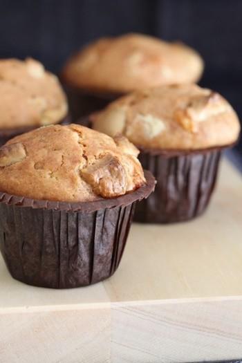 甘く爽やかな香りのシナモンは、お菓子やパン、ドリンクなどに多く使われますが、サラダ、トースト、オートミール、ヨーグルトなど朝食向けのさっぱりしたメニューにもぴったり。また、そのほかに肉料理などにも使用されます。