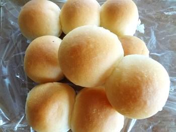 たくさんあるパンの中でも、特に子ども達に人気なのが、ほっぺのようにふわふわ柔らかい「みるくパン」。無添加&卵不使用のため、アレルギーのある方でも安心して食べることができます。