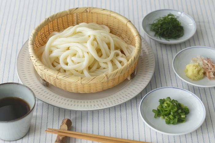 ●1898年創業「公長齋小菅」のそばざる。ちょっと深さのある足付きのデザインは、ちょっぴりモダンな印象で食卓をおしゃれにしてくれそう。