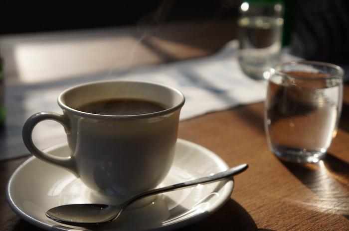 酸味と苦味のバランスがちょうどいいコーヒーも好評。ずっと昔に訪れた人が再訪したくなるお店です。