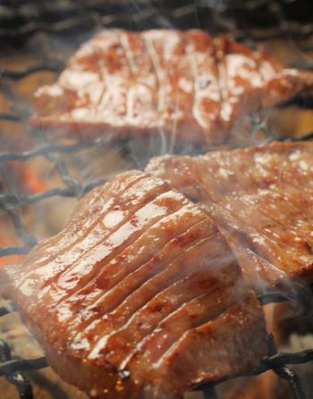 いろんなお店で牛タンを食べてきた仙台の方達が「並んででも食べたい」という理由は、柔らかくコクのある、まるでステーキのような食感を楽しめるから。「もう仙台で牛タンはいいかな」という方もぜひ司に足を運ぶことをおすすめします。