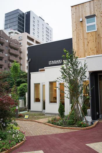仙台市内にはいたがきのお店は18店舗。果物のみの扱いや野菜コーナー、ジューススタンドなど形態は様々ですが、中でも今回ご紹介したいのが、仙台駅東口から徒歩3分「ITAGAKI TBCハウジング店」です。