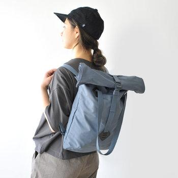 イギリスのバッグブランド「millican(ミリカン)」の、トートとバックパックの2wayで使えるバッグです。ハンドストラップとショルダーハーネスを兼用することで、荷物の容量に合わせて柔軟に対応することができます。雑誌が入る大きめのポケットに、小分けに便利なポケットが2つ、貴重品の収納にも便利なジップポケットを備え、収納力も◎。