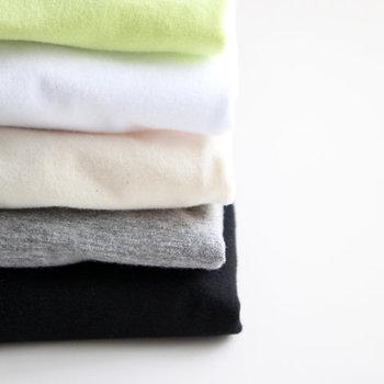 カラーは、ライムイエロー・ホワイト・キナリ・杢グレー・ブラックの5色展開。タンクトップのご用意もあります。ベーシックなカットソーは、色違いで欲しくなりますね♪