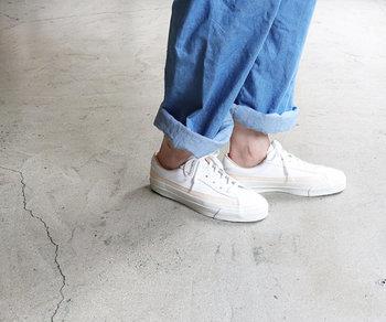 日本の老舗シューズメーカー「ASAHI(アサヒ)」の高品質レザースニーカー。当時のバスケットボールシューズの靴型をベースに、履き口のライニングには馬裏革を採用。made in 久留米の確かな作りを感じられる一足です。