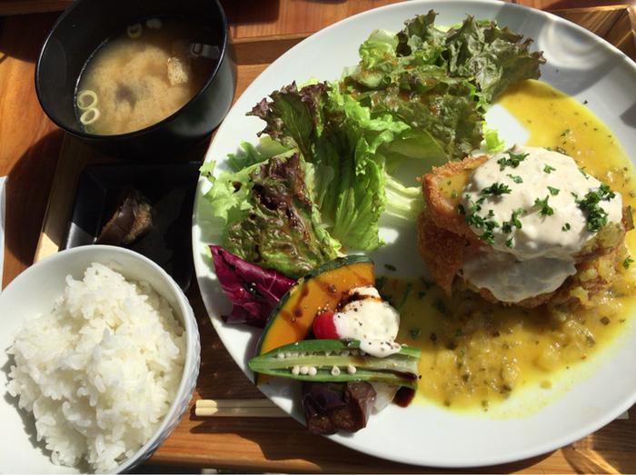 旬の野菜をふんだんに使った料理で季節を感じて、生きた食を体の中から感じてほしいという、心と体にやさしいお店です。