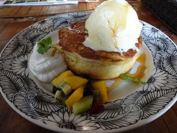人気の「めっちゃ幸せのパンケーキ」。たしかに食べたらものすごく幸せな気持ちになれそうですね♪