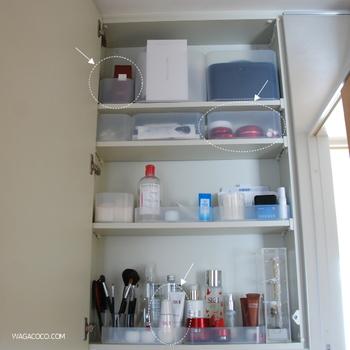 洗面台の鏡裏の収納に、さまざまな種類の無印のボックスがぴったり収まっています。普段扉を閉めておく場所だけど、スッキリさせておきたいものですね。