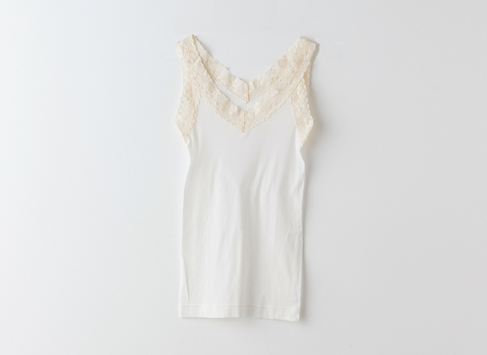 らくちんだからといって適当な下着をつけていると、夏の服には響きます。 体に合った下着を選んで、清潔感のあるおしゃれを楽しみましょう。