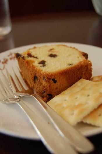 コーヒーの味を引き立てる上品な焼き菓子もあります。コクと香り豊かなコーヒーとお菓子…森の中で過ごす上質な時間を、ぜひ味わってみませんか?