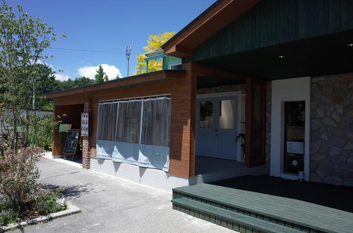 中央道の長坂ICから車で約15分のところにある「coucou cafe(ククーカフェ)」は、八ヶ岳の麓の地元女子が訪れる人気店です。