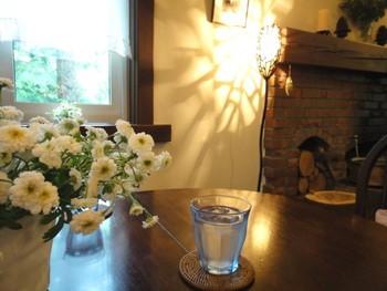 数ある小淵沢のペンションの草分け的な存在で、カフェは宿泊客でなくても食事やスイーツがいただけるように、お昼限定で開放されています。店内にはクラッシックが流れ、上質な空間の中で贅沢な時間を楽しめます。