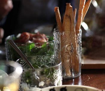 細長いグリッシーニやスティック野菜などを入れておもてなしするのも素敵です。すらりとしたラインの美しさがより強調されています。