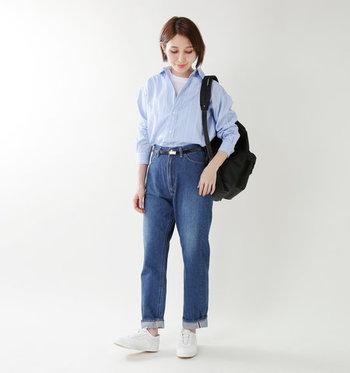 トレンドライクなハイライズと、やわらかくストンと落ちるシルエットが魅力。女性らしい洗練された着こなしが叶います。ブルーのシャツをインして、爽やかに着こなして。