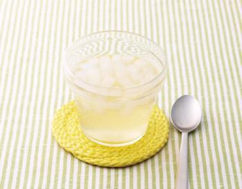 さっぱり爽やかで、暑い夏の日にもさっぱりいただけるはちみつレモン。甘酸っぱくて美味しいですよ。ナタデココの食感が一味違う美味しさの秘訣。