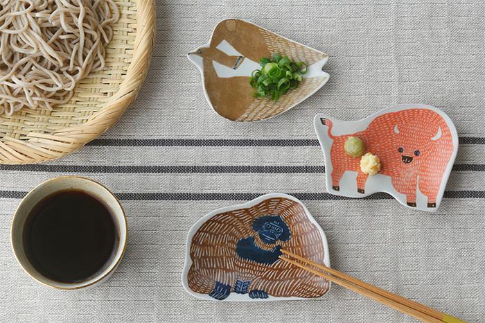 インパクトのある動物の豆皿は、箸置きとしても活用できます。フォークやナイフも安定感たっぷりに置くことができそうです。