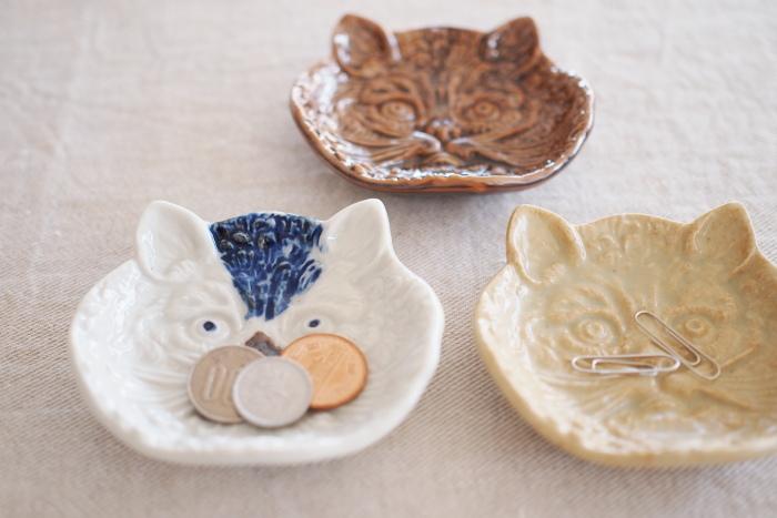 ちょっとした小物を一時的に置くためのお皿としても豆皿は人気です。ポケットの中に入りっぱなしだったコインやクリップなども迷子にならずにきちんと管理できますね。
