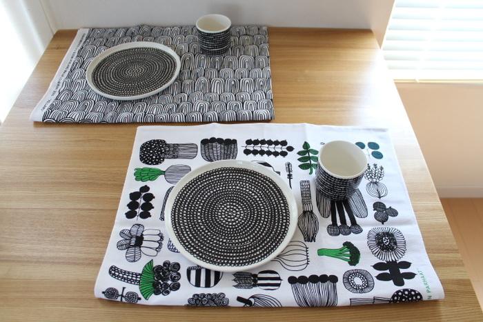 柄のカワイイティータオルは半分に折って、ランチョンマット代わりに。家族で柄違いを使と食卓が華やかになりますね。