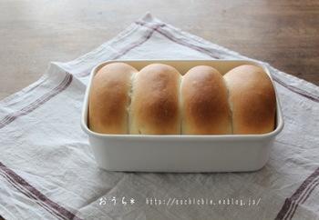 野田琺瑯はそのままオーブンに入れることもできるので、パンの型として使うのもあり!ちいさめ食パンを作りたいときにおすすめです。