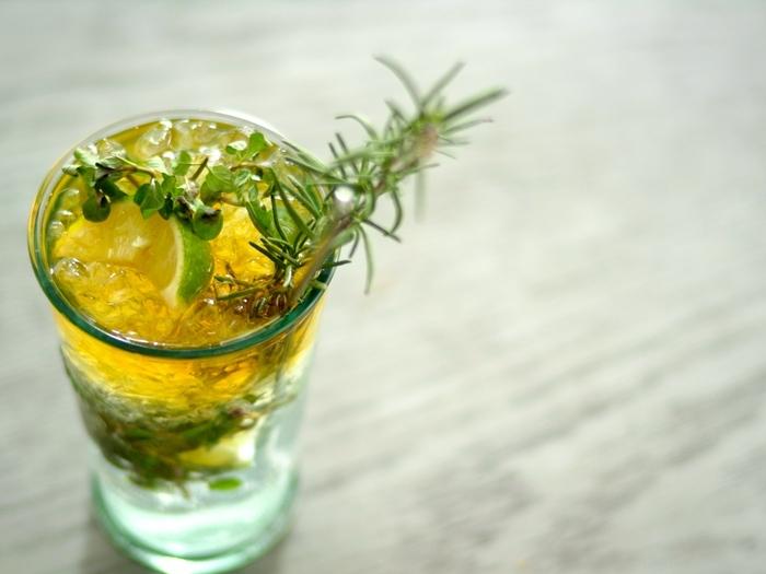 大人ならではの心のもやもやを取り去る方法としては、お酒を飲むというものがあります。でも、記憶をなくすほど深酒するのは逆効果。一杯だけにしておくのが重要です。