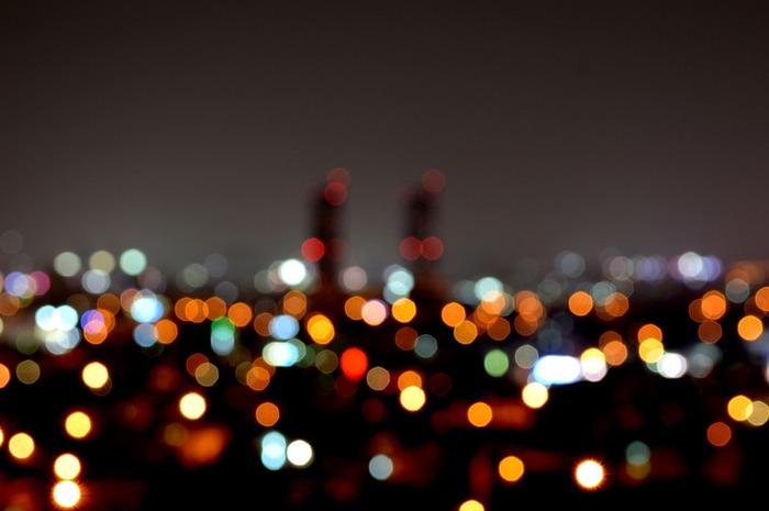 いつもと同じ道でも、夜になると見え方が違うということもあります。安全な場所に車を停めて、ぼんやりとキラキラ光る夜景を眺めているだけでも心が落ち着いていきます。