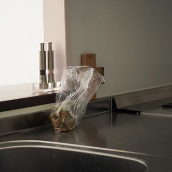 大切な食材は、無駄なく使い切りたいもの。捨てるものを見直していけば、小さな一歩ですが少しずつ生活への意識が変わっていくかもしれません。まずはキッチンからはじめてみませんか?