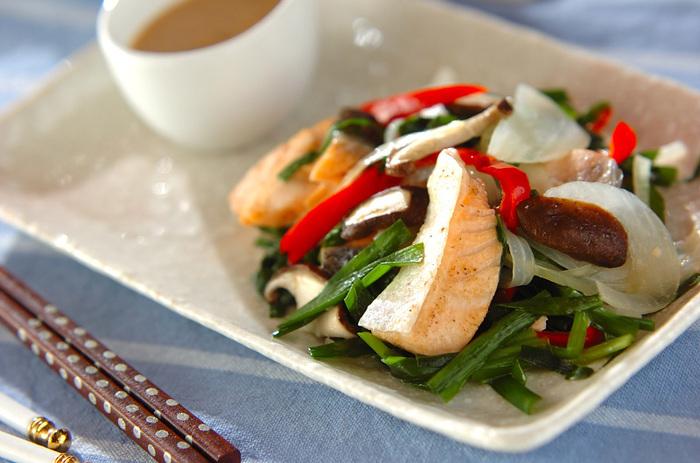 鮭は年中手に入る頼もしい食材。緑黄色野菜もいっしょに摂れて、栄養もばっりちです!