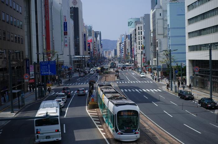 「広島市」は中四国地方最大の商業地というだけあって、様々なブランドショップが入る百貨店、素敵なセンスが光る個人経営のお店などが、豊富に点在。ショッピングを存分に楽しめますよ。  今回は、そんなお買い物時の休憩にぴったり。『絶品スイーツ』をいただける、広島市内のカフェをご紹介します!