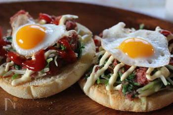 とろ~り半熟卵が美味しいオープンサンド。コンビーフにシャキシャキ食感がたまらない水菜がアクセントになり、これだけでも満足感が得られる一品です。朝でも昼でもしっかりお食事になるおすすめの組み合わせ。