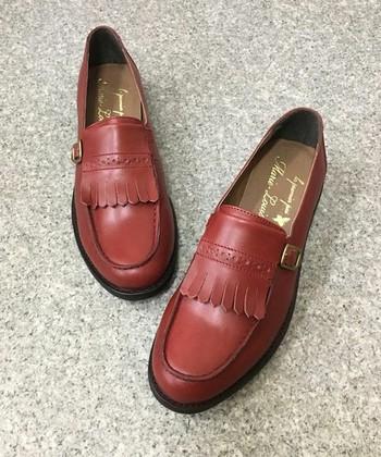 トラッド感漂う「ローファー」は、秋靴の定番。夏にスニーカーなどスポーティーな靴に慣れていた方にも、カジュアルな履き心地で取り入れやすいレザーシューズです。