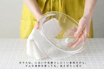 縁も広めなので、かきまぜるときに手を添えやすくなっており、しかもガラス製なので、見た目の良さだけでなく、汚れや匂い移りの心配がないのも◎。