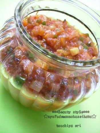 こちらは、トマト缶を使ったサルサソース。トマトがないときにも、手軽にサルサソースを作ることができます。多めに作って、いろいろな料理に使いまわすのも便利です。
