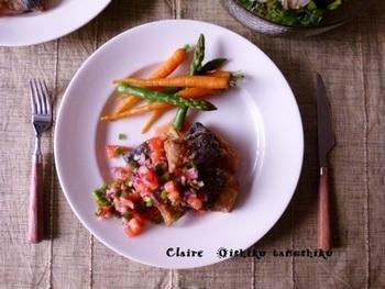サルサソースは、魚料理にもよく合います。こちらは、サバのムニエルのサルサソース。濃厚なうまみのサバも、トマト風味豊かなサルサソースで、さっぱりといただけます。
