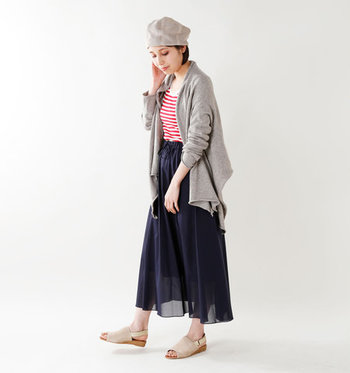デニムルックにはもちろん、フェミニンなスカートスタイルにもすんなりマッチ。落ち着きのあるデザインなので、ふんわりスカートも甘くなり過ぎず大人の表情で着こなせます♪
