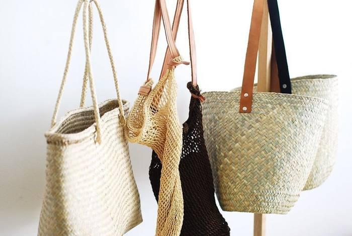 何かと荷物が多くなってしまう海水浴。タオルや着替え、メイク道具などがきちんと入る大きめバッグが必携です。 さらにおしゃれ感も欲しいなら、夏らしいかごタイプが◎。
