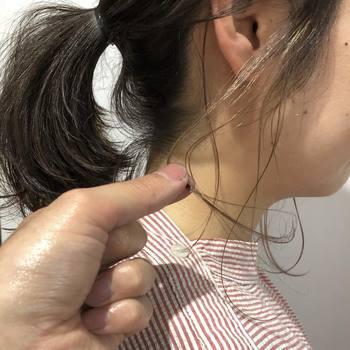 ヘアアクセサリーではないですが、もみ上げ部分にハイライトを入れるとアップにして後れ毛を残したときに映えるそうです。