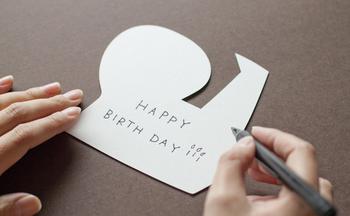プレゼントに添えるメッセージカードとしては勿論、壁面にディスプレイして楽しむなどの使い方も…。
