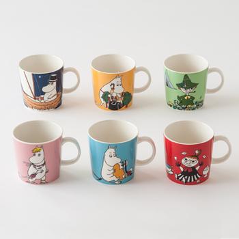 フィンランド生まれの愛すべきキャラクター「MOOMIN(ムーミン)」が描かれた、彩り鮮やかなマグカップです。キャラクターが主張しすぎず、生活にすっと馴染みますよ。食卓やティータイムに、愛らしさをプラスしてくれます。