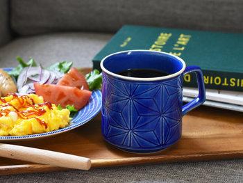 落ち着いた色味のカップは、他の食器や食べものの彩りを損なわず、料理も引き立ててくれますね。幅広いシーンで活用できそうなカップです。