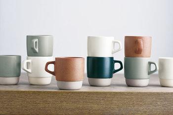 「KINTO(キントー)」が手がける、マットな風合いに曲線が可愛らしいスタックマグ。やさしい色合いの4色のカップで、重ねて収納できるので、カップをたくさん用意しておきたい方におすすめです。