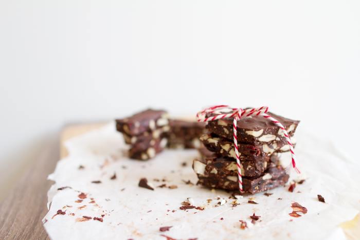 緊張を解きほぐしリラックス効果をもたらしてくれるといわれるチョコレート。リラックス効果があるだけでなく、脳のエネルギーとなるブドウ糖を含み、仕事の再開を力強くサポートしてくれるので「仕事中」のお菓子に最適です。