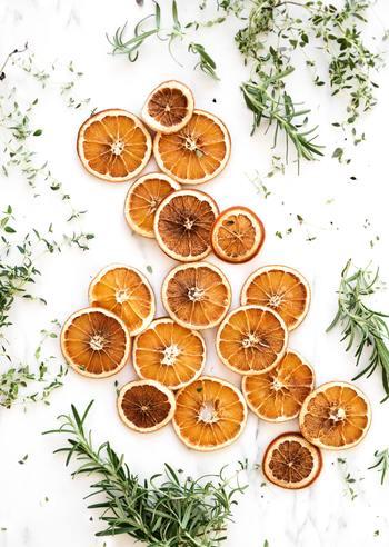 かみごたえのあるドライフルーツなら、糖分を得るのと同時に噛むことによる脳の活性化ができて、気分転換にピッタリです。急激に血糖値を上げるとその反動も大きくなるため、果物そのものの甘みと栄養素がとれる無添加のものがおすすめ。