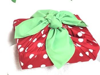 この包み方も定番。簡単ですのでお使い包みと気分で包み方を変えるのもおすすめです。