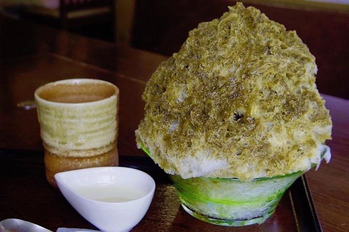 ほうじ茶ミルクは、女子に人気のお味。ふわふわな氷に、お茶屋さんならではのお茶を使ったシロップ。和を感じてほっとできます。