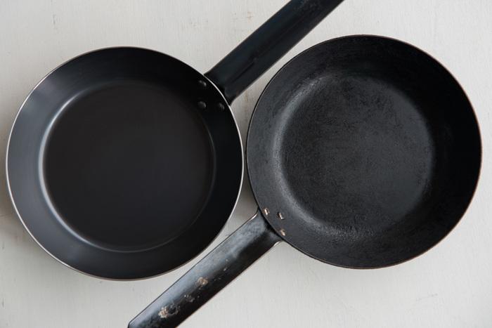 フライパンはしっかり温めておくこと。そしてお肉を焼く時は強火で焼き、何度もひっくり返したりしないほうが美味しく焼くことができます。
